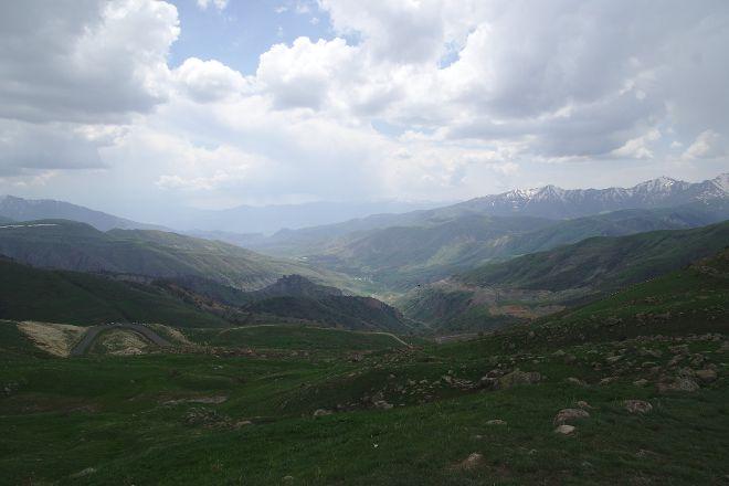 Vardenyats Pass (Selim Pass), Geghhovit, Armenia