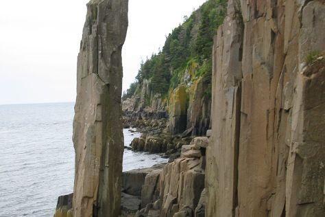 Balancing Rock Trail, Tiverton, Canada