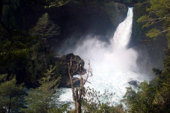 Saltos del Huilo-Huilo, Neltume, Chile