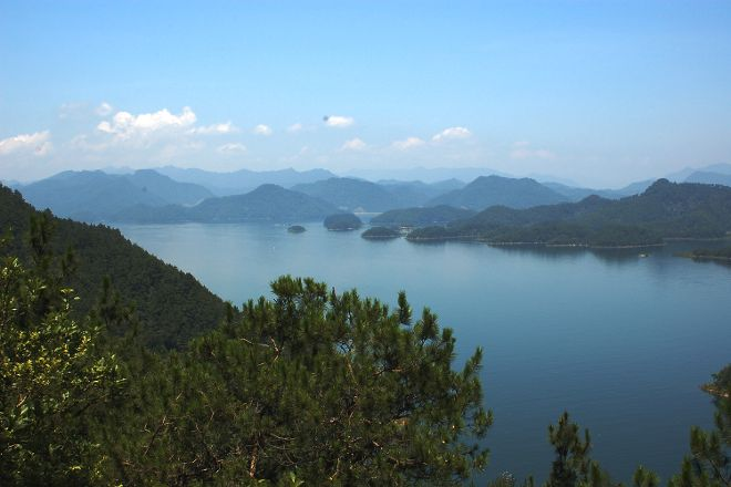 Thousand Island Lake (Qiandao Hu), Chun'an County, China