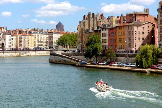 Cap Confluent Location de Bateaux Sans Permis, Lyon, France