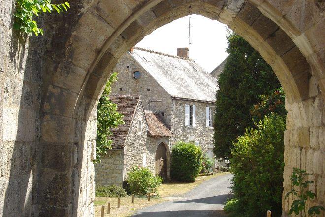 Chateau d'Yevre-le-Chatel, Yevre-la-Ville, France