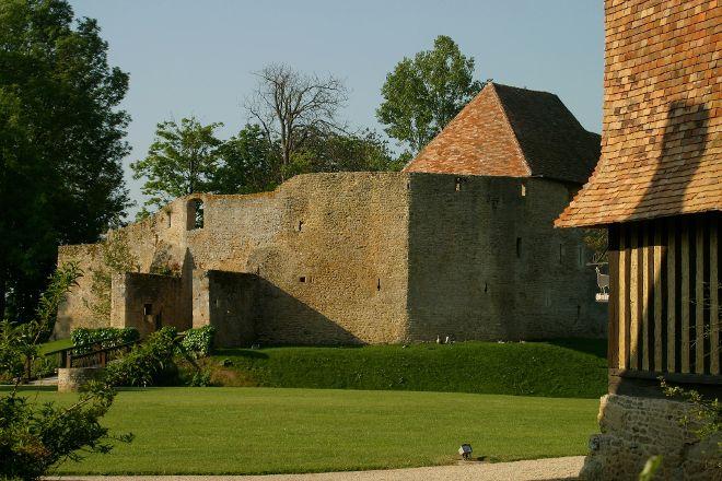 Chateau de Crevecoeur, Crevecoeur-en-Auge, France