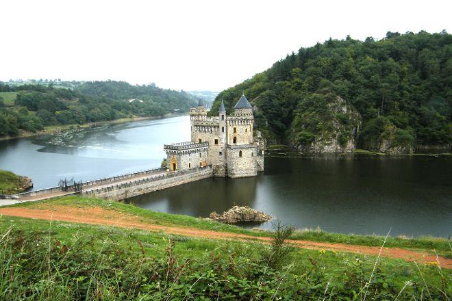 Chateau de La Roche, Saint-Priest-la-Roche, France