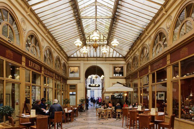 Le Charme Parisien Des Passages Couverts, Paris, France