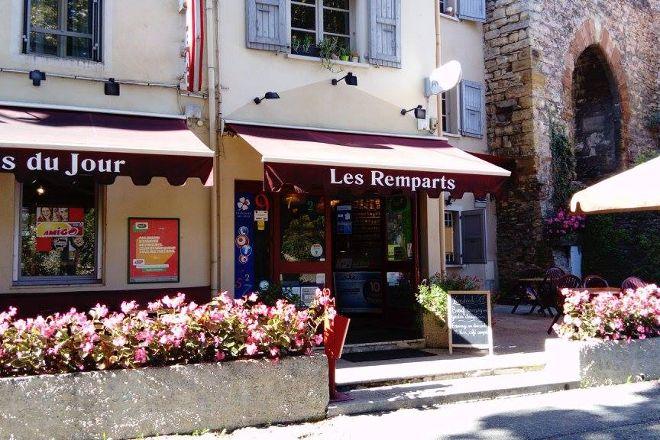 Les remparts de Cremieu, Cremieu, France