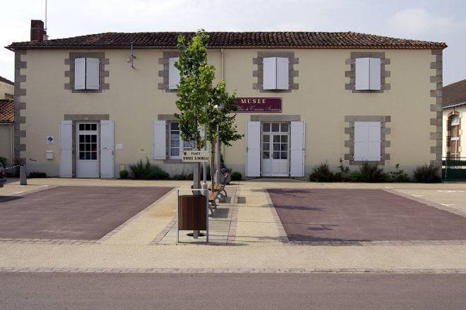 Musee des Ustensiles de Cuisine Anciens, Saint-Denis-la-Chevasse, France