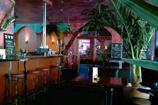 Cafe bugatti - Musikcafe, Cocktailbar, Billard & Dart, Berlin, Germany