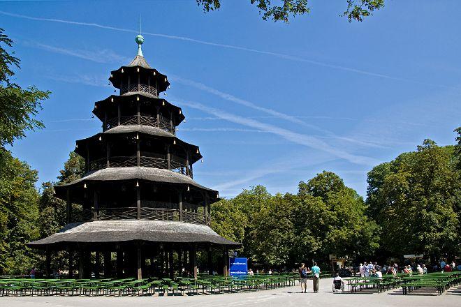 Restaurant und Biergarten am Chinesischen Turm, Munich, Germany