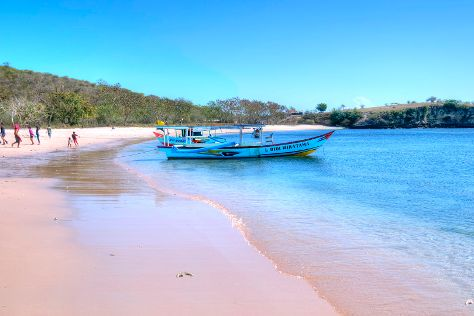 Pink Beach, Desa Sekotong Barat, Indonesia
