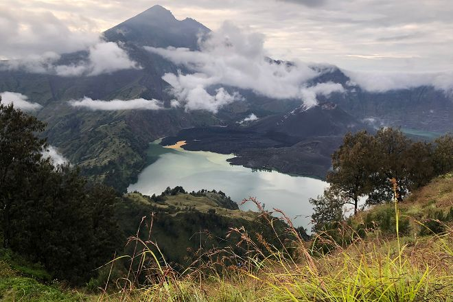 Rinjani Summit Tour, Senaru, Indonesia
