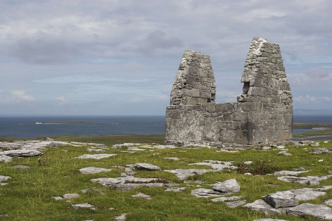 Teampall Bhean'in, Inishmore, Ireland
