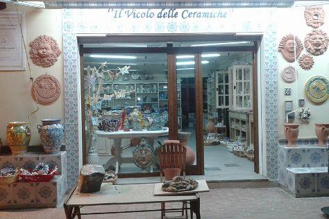 Il Vicolo delle Ceramiche, Le Castella, Italy