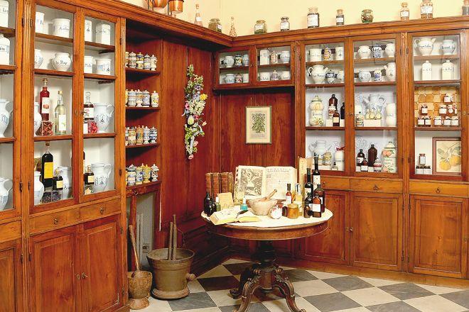 Antica Farmacia Erboristica Sant'Anna dei Frati Carmelitani Scalzi, Genoa, Italy