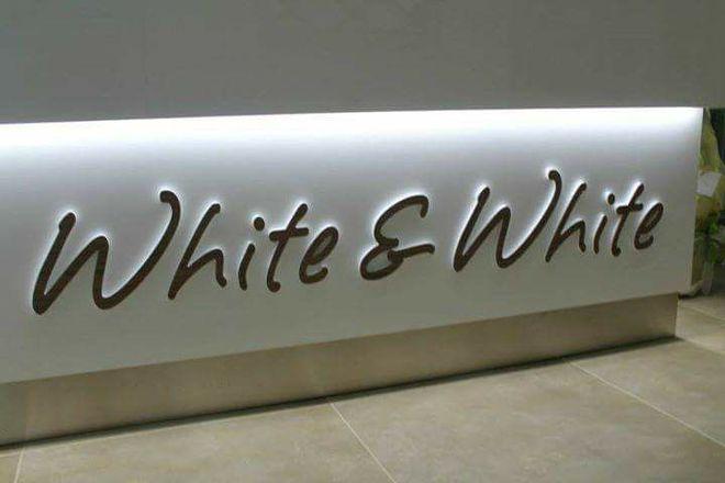 BAR Fiore White&white, Bitonto, Italy
