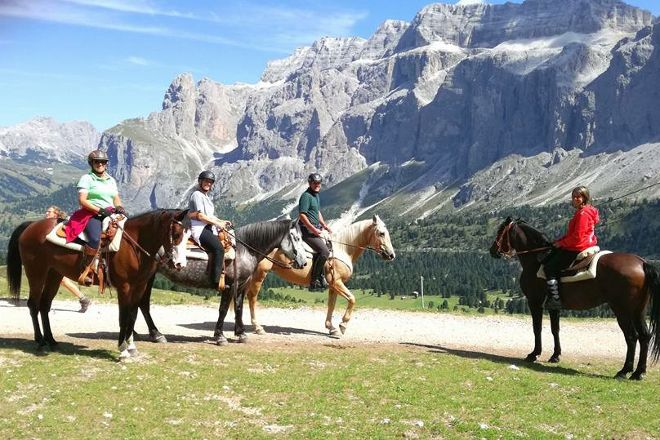 Charlotte Horse Riding, Campitello di Fassa, Italy