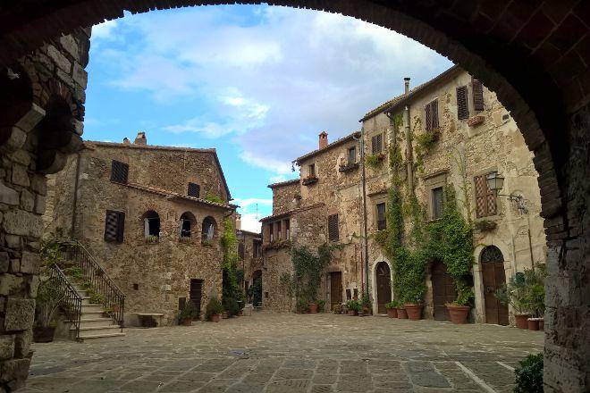 Piazza del Castello di Montemerano, Montemerano, Italy