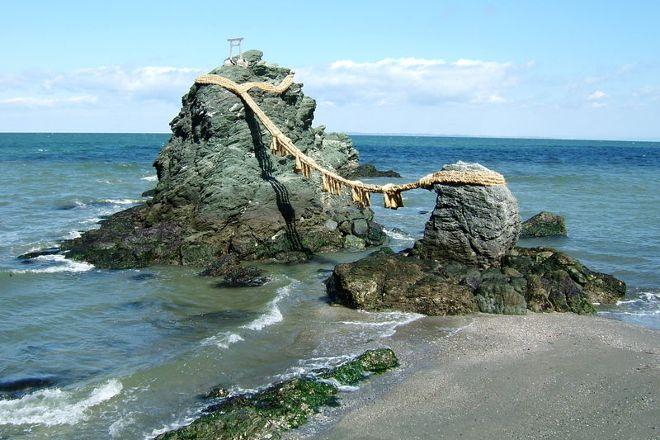 Meotoiwa Rocks, Ise, Japan