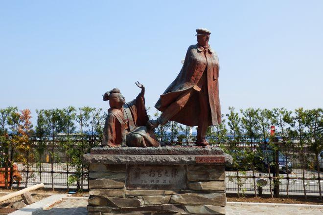 Omiyanomatsu / Statue of Kanichi and Omiya, Atami, Japan