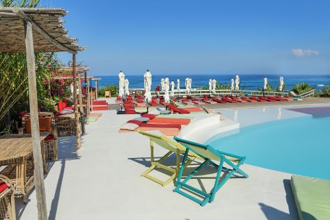 LAZY B BEACH CLUB, Jiyeh, Lebanon