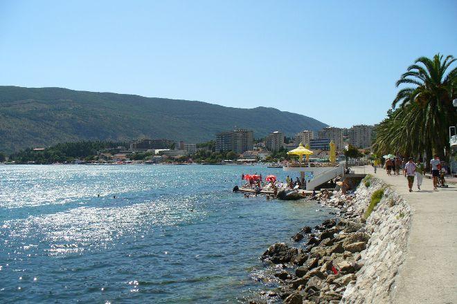 Promenade Pet Danica, Herceg-Novi, Montenegro