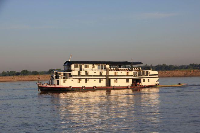 Ayeyarwaddy River, Mingun, Myanmar