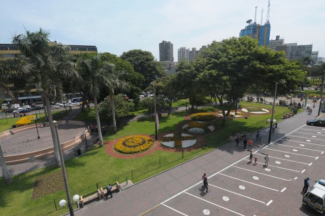 Parque Kennedy - Parque Central de Miraflores, Lima, Peru