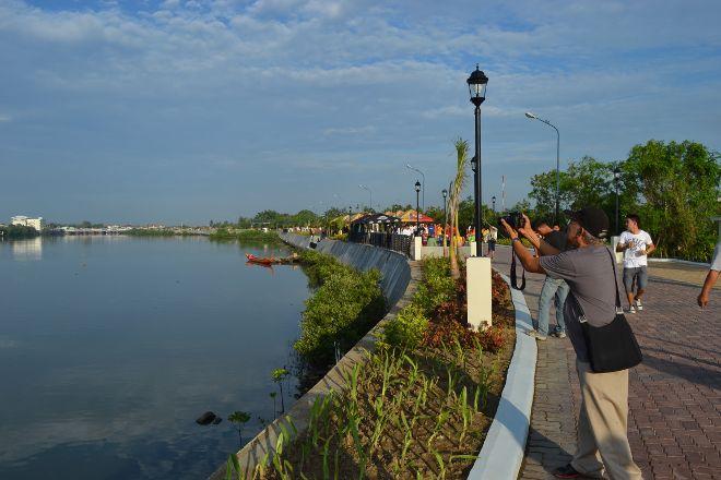 Iloilo River Esplanade, Iloilo City, Philippines