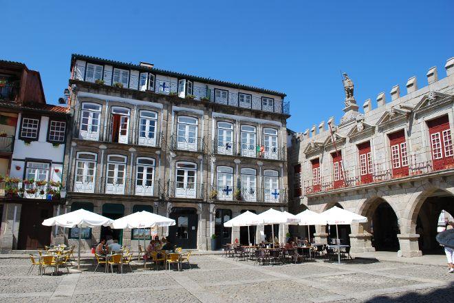 Largo da Oliveira, Guimaraes, Portugal