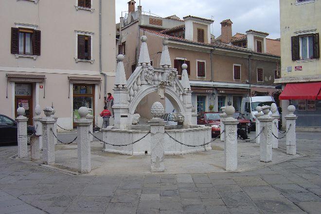 Da Ponte Fountain, Koper, Slovenia