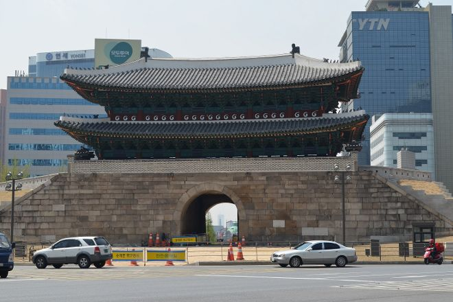 Dongdaemun Gate (Heunginjimun), Seoul, South Korea