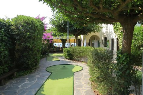 Minigolf Greens, Roses, Spain