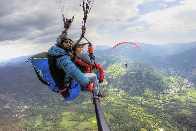 Volar en Castejon, Castejon de Sos, Spain