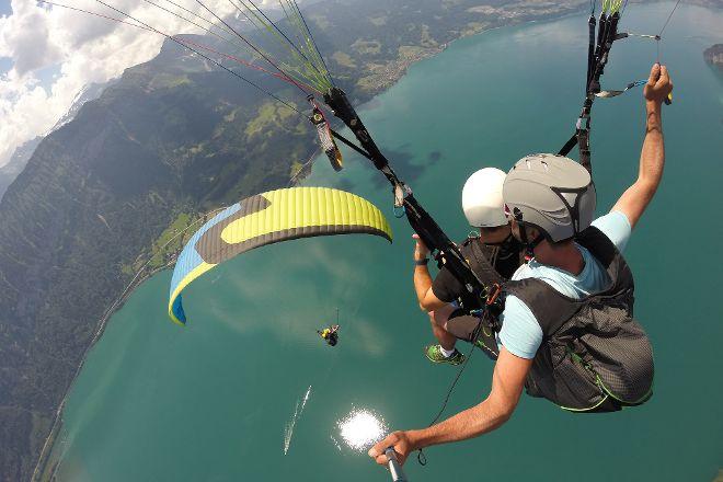 Twin Paragliding, Matten bei Interlaken, Switzerland