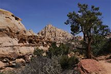 The Hickman Bridge Trail, Capitol Reef National Park, United States