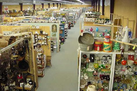 Cackleberry Farm Antique Mall, Paradise, United States