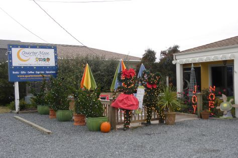 Quarter Moon Books & Gifts, Topsail Beach, United States