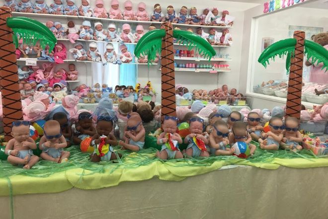 Aimee and Daria's Doll Outlet, Ronks, United States