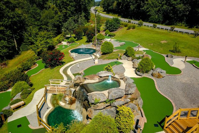 Bear Creek Adventures Mini Golf and Gem Mining, Murphy, United States
