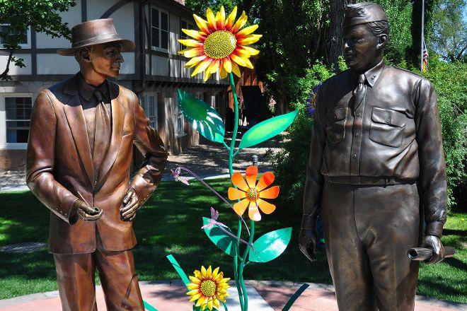Dr. J. Robert Oppenheimer and General Leslie Statues, Los Alamos, United States