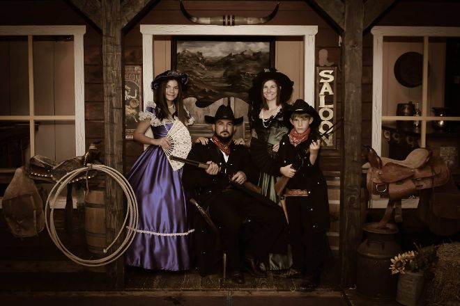 Four Sisters Old Time Photo, Pigeon Forge, United States