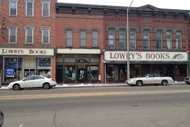 Lowry's Books and More, Three Rivers, United States