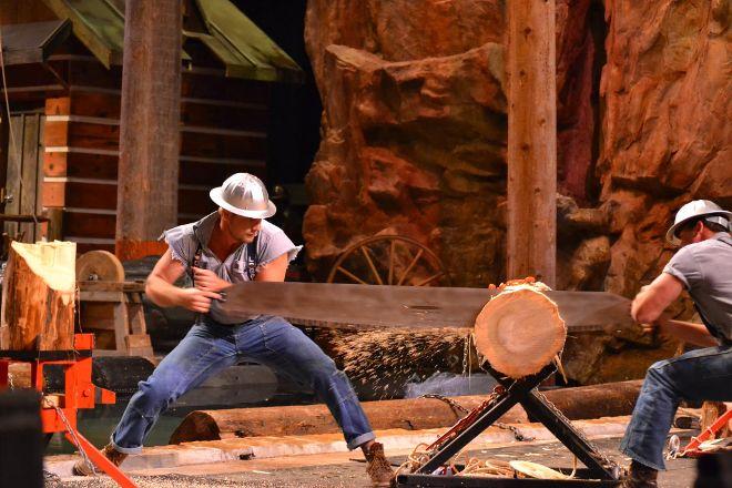 Paula Deen's Lumberjack Feud, Pigeon Forge, United States