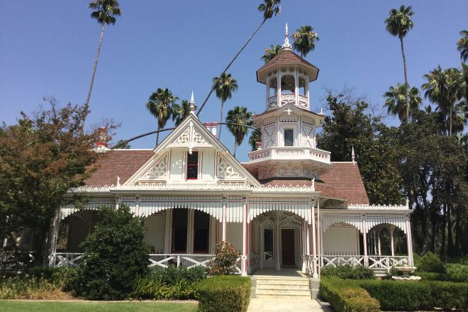 Queen Anne Cottage and Coach Barn, Arcadia, United States