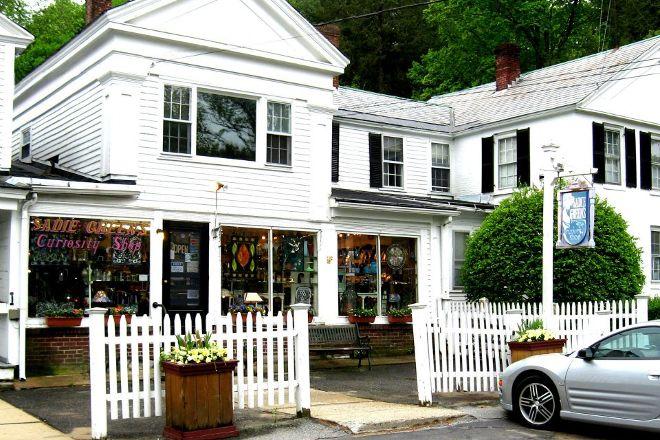 Sadie Green's Curiosity Shop, Sturbridge, United States