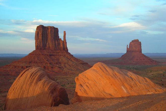 Simpson's Trailhandler Tours, Monument Valley, United States