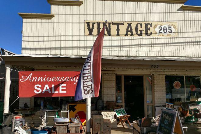 Vintage 205, Johnson City, United States