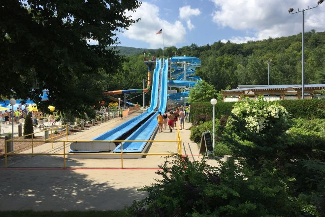 Whale's Tale Waterpark, Lincoln, United States