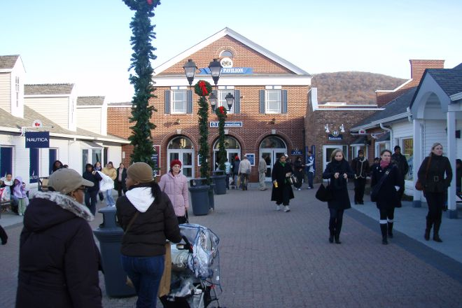 Woodbury Common Premium Outlets, Central Valley, United States