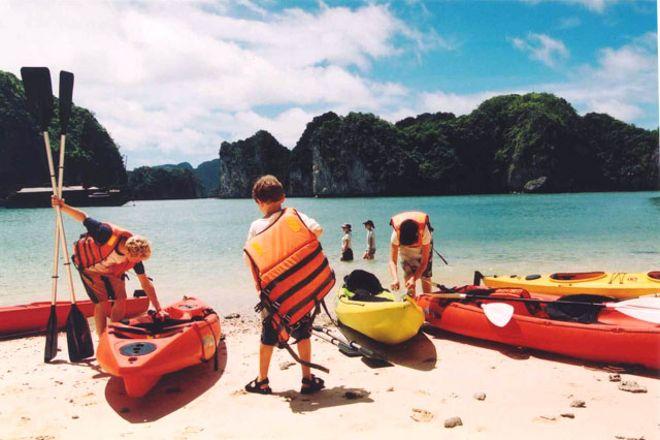 Halong Bay Tourist Day Tour, Hanoi, Vietnam